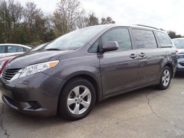Pre-Owned 2012 Toyota Sienna 5dr 8-Pass Van V6 LE FWD