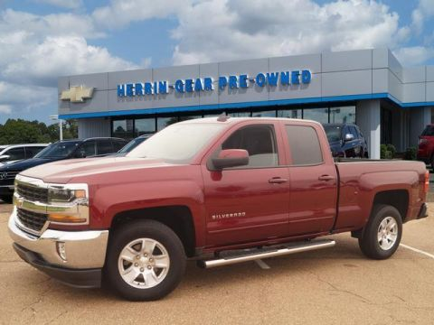 Pre-Owned 2017 Chevrolet Silverado 1500 2WD Double Cab 143.5 LT w/1LT